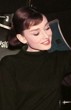 """Audrey Hepburn on the set of """"Funny Face"""", Audrey Hepburn Funny Face, Audrey Hepburn Outfit, Audrey Hepburn Mode, Aubrey Hepburn, Audrey Hepburn Photos, Katharine Hepburn, Audrey Hepburn Bangs, Divas, Classic Hollywood"""