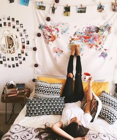 Cute wall set up & bedspread! Perfect for that college dorm look!