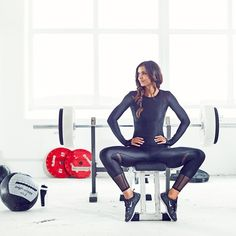"""""""New month, new program!  Let's get motivated  Have a great and active start to the week everyone! Xx Hannah  #fashionablefit…"""""""