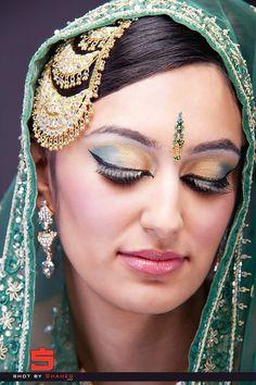 Google Image Result for http://img.xcitefun.net/users/2012/01/278370,xcitefun-arabic-bridal-dramatic-green-makeup-1.jpg