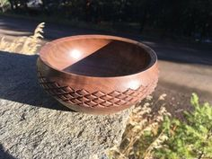 woodworking Articles : Walnut Bowl with Herringbone Pattern