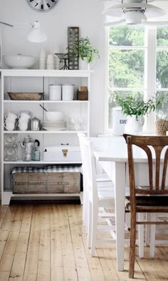 Country cottage decor in the kitchen. This is one of many pretty examples in this post of decorating with white and brown. #farmhouse #cottage #brown #white #kitchen #shabbychic