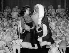 10 Of The Creepiest Vintage Holiday Photos