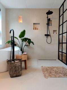 World Of Interiors, Bathroom Renos, Bathroom Inspo, Colorful Interiors, Room Inspiration, Furniture Design, Sweet Home, New Homes, Interior Design