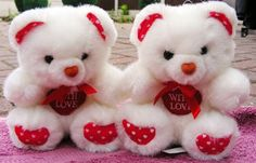 Pamper your loved one with cute teddies.