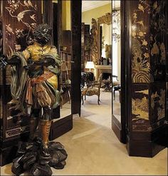 LiveYourStyle: Inside Coco Chanel's 31 Rue Cambon in Paris Coco Chanel, Chanel 19, Bedroom Reading Nooks, Paris, Decoration, Style Icons, Interior Design, Mirror, House