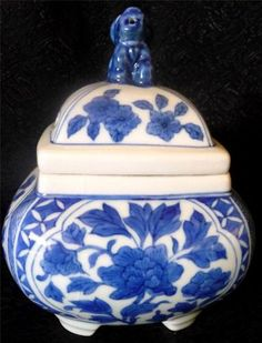 Chinese Blue & White Porcelain Footed Square Jar W/Foo Dog & Cut Out On Lid Mark Check more at https://thewildpetunia.com/store/asian-collectibles/chinese-blue-white-porcelain-footed-squarejar-wfoodog-cut-out-on-lid-mark/