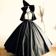 Costume Halloween, Cute Witch Costume, Halloween Costumes Women Scary, Halloween Party, Ghost Costumes, Halloween Horror, Devil Costume, Vintage Halloween, Halloween Couples