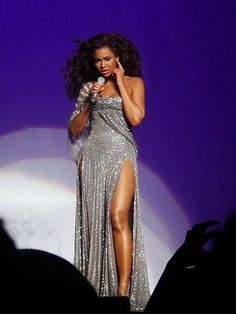 """Beyonce Performs """"I Was Here"""" At UNO General Assembly"""