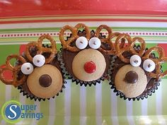 Super Savings: Christmas Party -- Fun Easy Ideas for Food and Decorations! Christmas Cupcakes Decoration, Christmas Cake Pops, Christmas Party Food, Christmas Goodies, Christmas Baking, Christmas Fun, Holiday Fun, Xmas Food, Holiday Baking