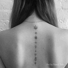 Unalome en espalda con símbolos #unalometattoo #unalome #tattoo #ink #tattooink #backtattoo