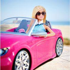 Barbie è una social media influencer Barbie Fashionista Dolls, Barbie Dolls, Kissing Scenes, Barbie Life, Social Media Influencer, Doll Furniture, Hippie Style, Pretty In Pink, Outdoor Decor