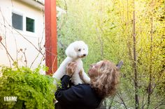 animal-lifestyle-photographer www.frameyourpet.co bichon, fraise, white dog, outdoor, session, dog, photographer, los angeles, gift, idea, joy, connection, bond, bonding, animal, lover, love, yard, hug, companion, dog, photographer, los angeles.  bond-between-human-and-dog.jpg
