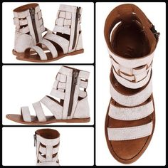 MATISSE ✌️ Throne Gladiator Leather Sandals NWT Hit up your favorite festival this year with your new favorite gladiator sandals! The Throne by Matisse will amp your style royally and leave you queen of the concert. NWT - no original box  Woven  leather upper Outside zipper closure Synthetic sole Matisse Shoes Sandals