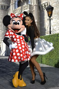 Ariana Grande from Stars at Disneyland & Disney World The singer poses with Minnie Mouse during a break from taping the Disney Parks Unforgettable Christmas Celebration TV special in Florida. Ariana Grande Fotos, Ariana Grande Disney, Ariana Grande Cute, Ariana Grande Tights, Disney Parks, Walt Disney World, Nickelodeon Victorious, Disney Christmas Parade, Minnie Mouse