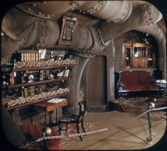 These extremely rare color pictures of the 20000 Leagues Under the Sea exhibit which opened at Disneyland Tomorrowland in 1955 and in which were displayed the original decors from the 1954 movie are View-Master pictures.
