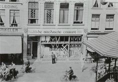 Bedrijfspand van drukkerij nv Broese & Peereboom (De Bredasche Courant) op de Grote Markt in 1941.Rechts de muziekkiosk.