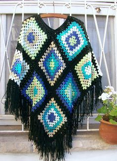 Very Light and Fresh Look. 51 Perfect Street Style Looks To Copy Today – Casual Fall Fashion Style. Very Light and Fresh Look. Poncho Crochet, Diy Crochet And Knitting, Knitted Cape, Knitted Throws, Crochet Woman, Crochet Granny, Crochet Clothes, Knit Crochet, Cool Patterns