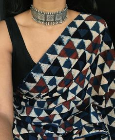 Saree and jewellery ispirations.By Mergazhi and Parade jewellers – bestlooks Saree and jewellery ispirations.By Mergazhi and Parade jewellers – bestlooks Trendy Sarees, Stylish Sarees, Vogue, Saree Jewellery, Saree Blouse Patterns, Cotton Saree Blouse Designs, Sari Dress, Saree Trends, Saree Blouse
