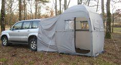 Tipoo avec porte latérale gauche ouverte Tente/Espace de vie qui peut se raccorder à l'arrière du véhicule. Yatoo