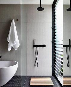 Salle de bain noir blanc gris