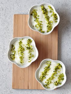 Mouhalabieh : la recette libanaise – The Best Arabic sweets and desserts recipes,tips and images Baby Food Recipes, Sweet Recipes, Snack Recipes, Dessert Recipes, Pistachio Dessert, Pistachio Ice Cream, Cookout Food, Lebanese Recipes, Arabic Food