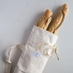 This cotton reusable bread and baguette bag is perfect for bringing home bread from the bakery and storing it for 3 days*. An ideal way to reduce your environmental footprint! Made in Quebec for a zero waste lifestyle. Bread Bags, Plastic Grocery Bags, Produce Bags, Fruit And Veg, Cotton Bag, Cotton Fabric, Reusable Bags, Zero Waste, Small Bags