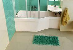Baignoire BeHappy, une forme particulière pour une salle de bain complète ! + d'infos sur www.plusdeplace.fr