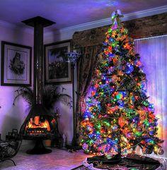 6 Unique Christmas Tree Photo Ideas - The Photo Argus Unique Christmas Trees, Christmas Images, All Things Christmas, Beautiful Christmas, Christmas Tree Decorations, Christmas Holidays, Christmas Ideas, Christmas Fireplace, Christmas Photography