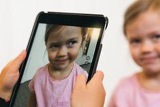 Aistikorttien ajatuksena on auttaa lapsia hahmottamaan ja käyttämään eri aisteja.   Katso tarkemmat ohjeet ja lisää vinkkejä nettisivuiltamme! Avainsanat: aistikortit, piirtäminen, askartelu, 0-3v Iphone