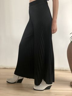pleated trousers Pleated Pants, Palazzo Pants, Stretch Fabric, Wide Leg, Im Not Perfect, Trousers, Normcore, High Neck Dress, Legs