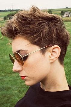 If you are looking for something new to try, our gallery of short hairstyles is definitely worth checking out till the end. Save your favorites to your Pinterest board or take the classy but still modern layered ideas straight to your hairstylist today! #haircuts #shorthaircuts