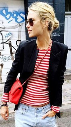 Combo: Breton Stripes and Blazers stripes and blazer.stripes and blazer. Red White Striped Shirt, Red And White Stripes, Striped Tops, Casual Summer Dresses, Nice Dresses, Casual Outfits, Casual Jeans, Dress Casual, Spring Look