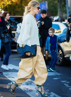 street style trends 2017: Tapered Baggy Trousers