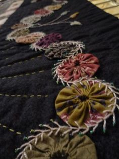 I have so many beautiful yo-yo's from an old tattered vintage piece. THIS would make an amazing border embellishment!