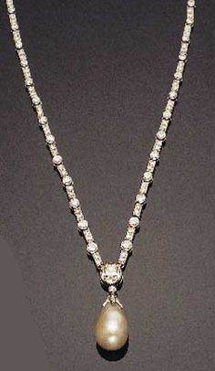 An Art Deco platinum, pearl and diamond necklace, circa Image source: Tajan, 11 February, Pearl And Diamond Necklace, Pearl Jewelry, Diamond Jewelry, Antique Jewelry, Vintage Jewelry, Jewlery, Art Deco Jewelry, Fine Jewelry, Jewelry Design