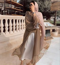 Arab Fashion, Muslim Fashion, Modest Fashion, Fashion Outfits, Mode Abaya, Mode Hijab, Abaya Designs, Hijab Fashion Inspiration, Kebaya