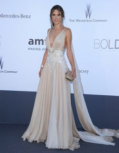Alessandra Ambrosio Evening Dress - Alessandra Ambrosio looked like a Grecian goddess in a nude chiffon dress with a beaded waist. Evening Dresses, Prom Dresses, Formal Dresses, Wedding Dresses, Alessandra Ambrosio, Mode Glamour, Red Carpet Dresses, Red Carpet Fashion, Beautiful Gowns