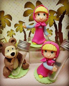 COMBO COMPOSTO DE: 10 tubetes no tema escolhido 6 caixas acrílicas da masha ou urso 1 topo grande com urso, masha, numero, e nome