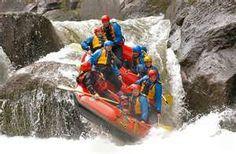 Buen momento para practicar deportes extremos en el agua! Vale la pena probar!