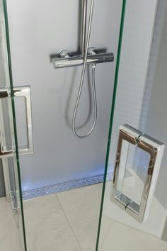 No Curb or No Dam Shower's featuring Barrier Free Bathrooms (No-Hob): Grill styles from ACO - Quartz by ACO Bathroom Drain, Bathtub Drain, Shower Drain, Rainfall Shower, Master Bathroom, Bathrooms, Men In Shower, Walk In Shower, Showers Without Doors