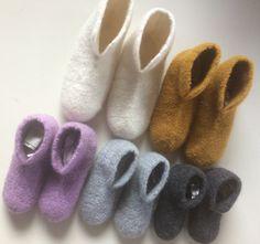 "Bilde av ""Rie"" filt tøfler for voksne, hekle mønster - Hello Crochet Shoes, Easy Sewing Projects, Slippers, Baby, Knitting, Simple, Handmade, Knits, Clothes"
