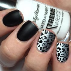 Week 07: B&W Nails for the #31DC2016weekly challenge!  In my mind I wanted…