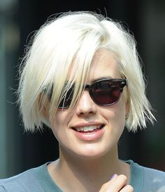 Best Platinum Blonde Short Blunt Haircuts 2019 for Women – Agyness Deyn Corte Shag, Corte Pixie, Pelo Pixie, Short Blunt Haircut, Short Hair Cuts, Short Hair Styles, Short Platinum Blonde Hair, Corte Y Color, Modern Haircuts