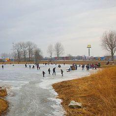 #schaatsen in #diemen op de #ijsbaan van de #diemerijsclub #natuurijs #natuurijsbaan #ijs  #mcdonalds