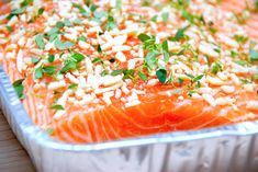 Laks med mandler og honning i grill eller ovn - Madens Verden Salmon with almonds and honey in grill or oven - Madens . I Grill, Grilling, Shellfish Recipes, Fish And Seafood, Salmon Recipes, Macaroni And Cheese, Curry, Food And Drink, Healthy Recipes
