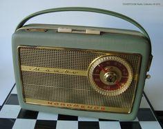 Oldie but Goodie. Le Radio, American Pickers, Retro Radios, Antique Radio, Transistor Radio, Record Players, Jukebox, Mid-century Modern, Nostalgia