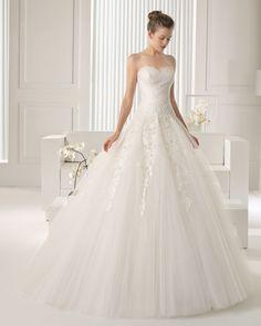 Rosa Clara Wedding Dress. Cheap Wedding Dresses Uk, Rosa Clara Wedding Dresses, Elegant Wedding Dress, Tulle Wedding, Princess Ball Gowns, Mermaid Dresses, Bridal Collection, Bridal Style, Bridal Gowns