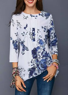Stylish Tops For Girls, Trendy Tops, Trendy Fashion Tops, Trendy Tops For Women Blouse Styles, Blouse Designs, Trendy Tops For Women, Printed Blouse, Latest Fashion For Women, Womens Fashion, Long Sleeve Sweater, Dame, Quarter Sleeve