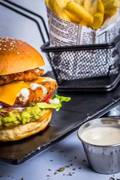 Salmon Burgers, Studio, Ethnic Recipes, Food, Fire Pits, Chicken, Salmon Patties, Meal, Eten